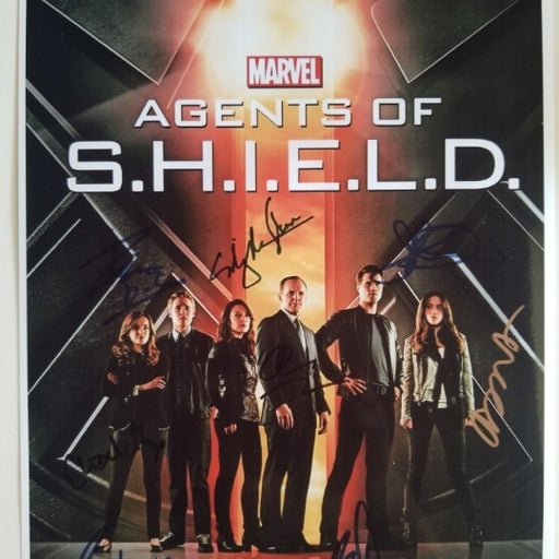 Agents of Shield signed Cast 8x10 Photo