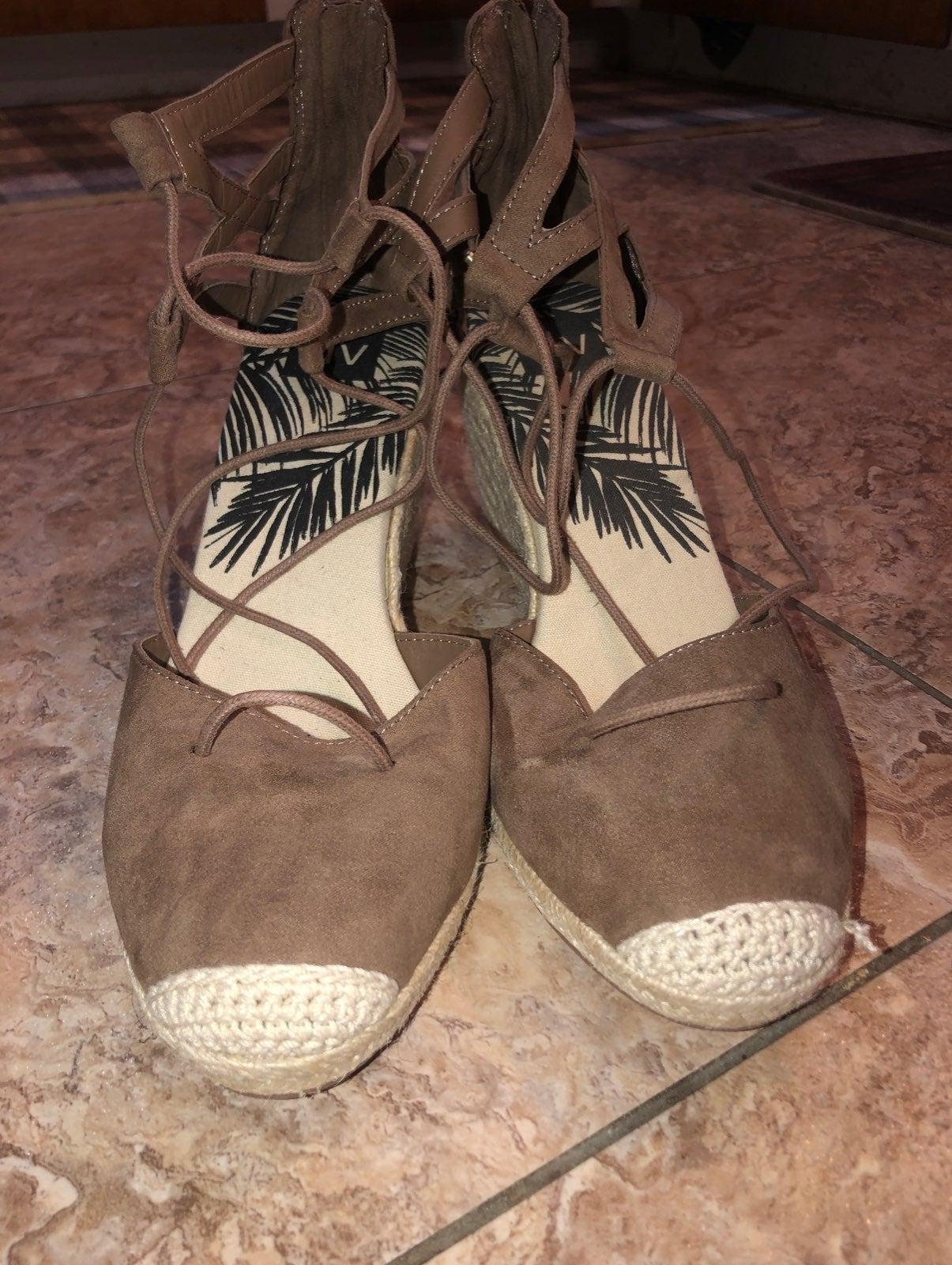 dv Sandals  Size 11 NICE