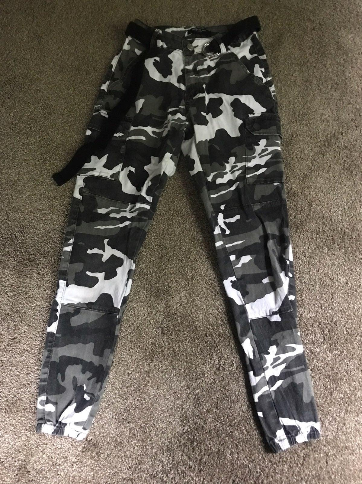 Black Camo Crago-pants
