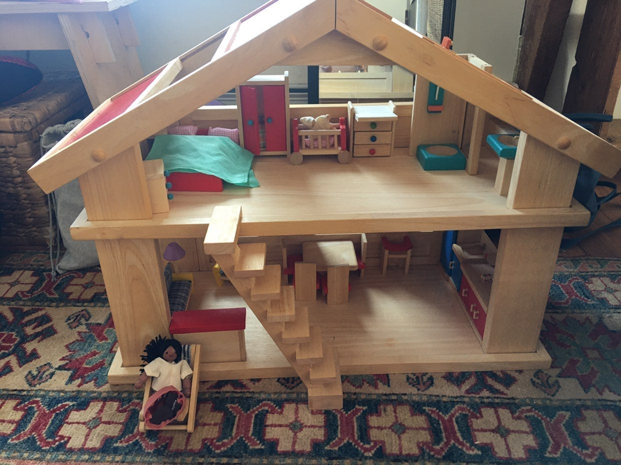 Wooden Doll House, Furniture, People