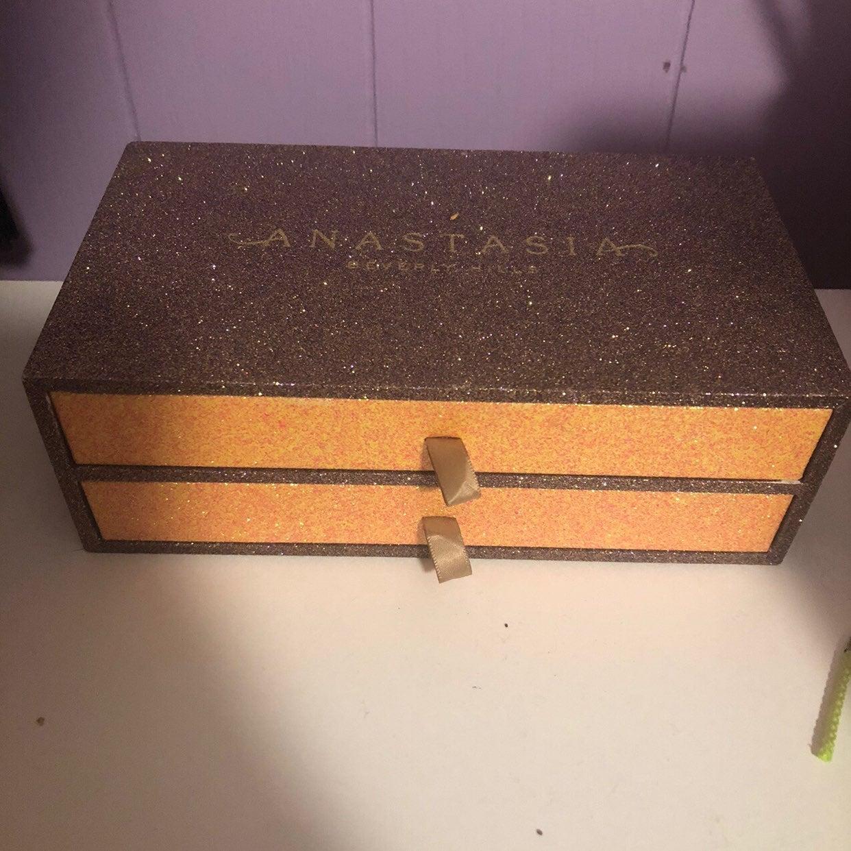 Anastasia Beverly Hills vault box