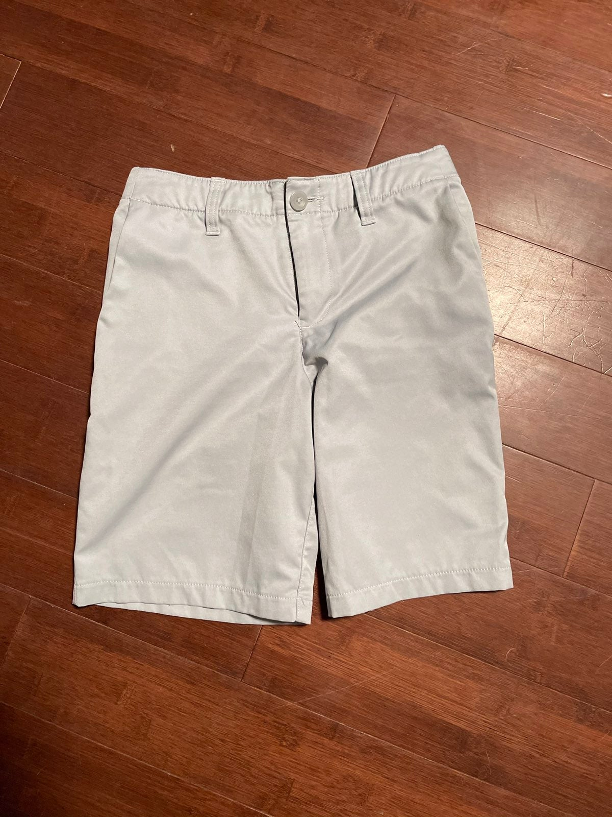 Under Armour grey shorts 12
