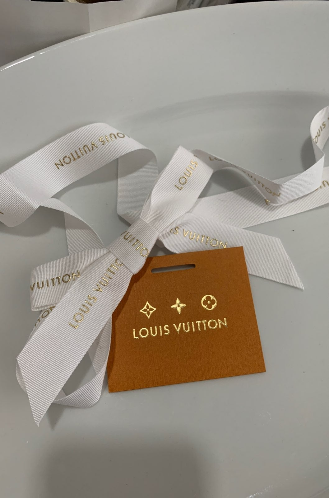 Louis vuitton holiday ribbon gift tag se
