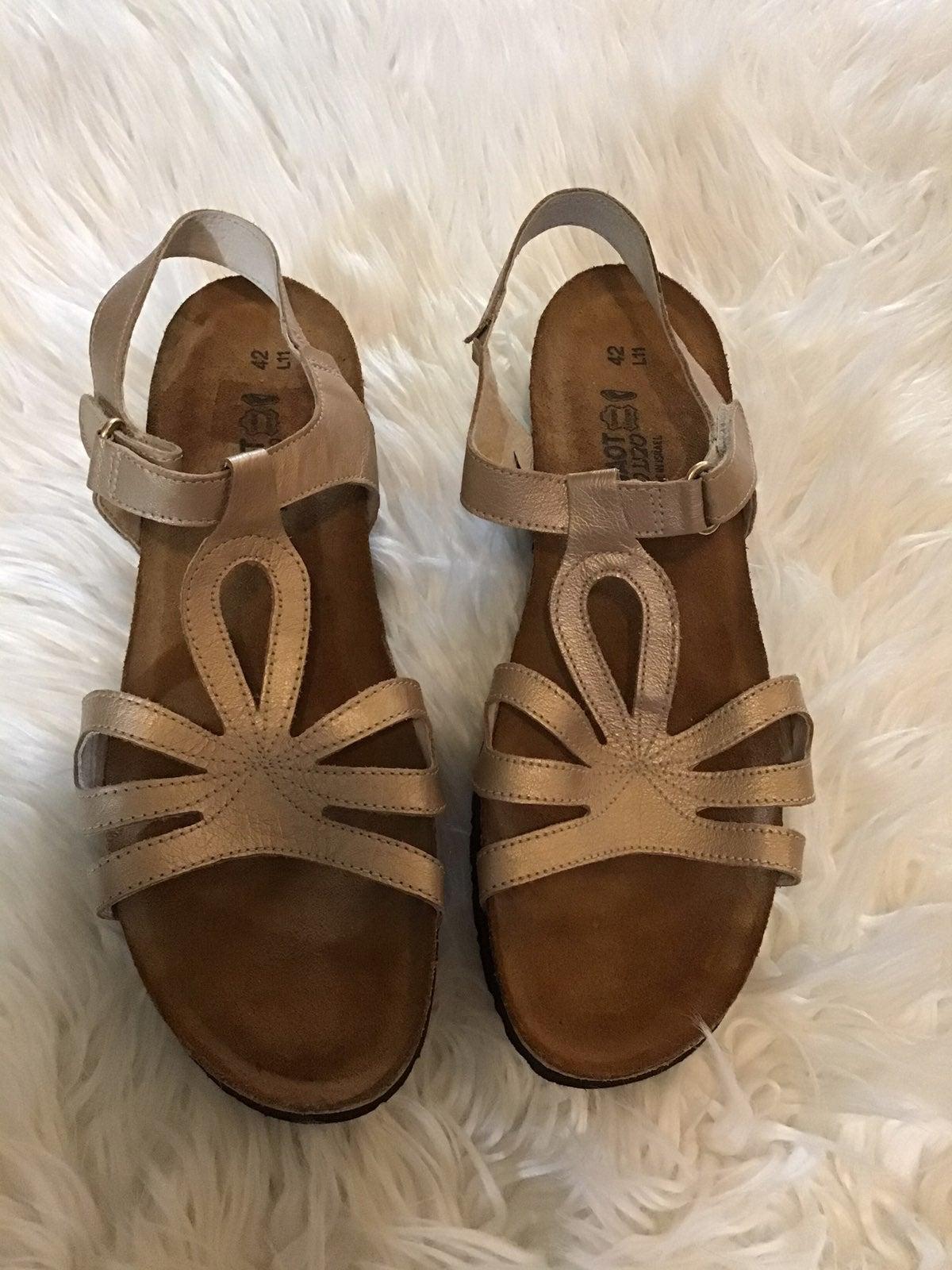 Naot Sandals 42