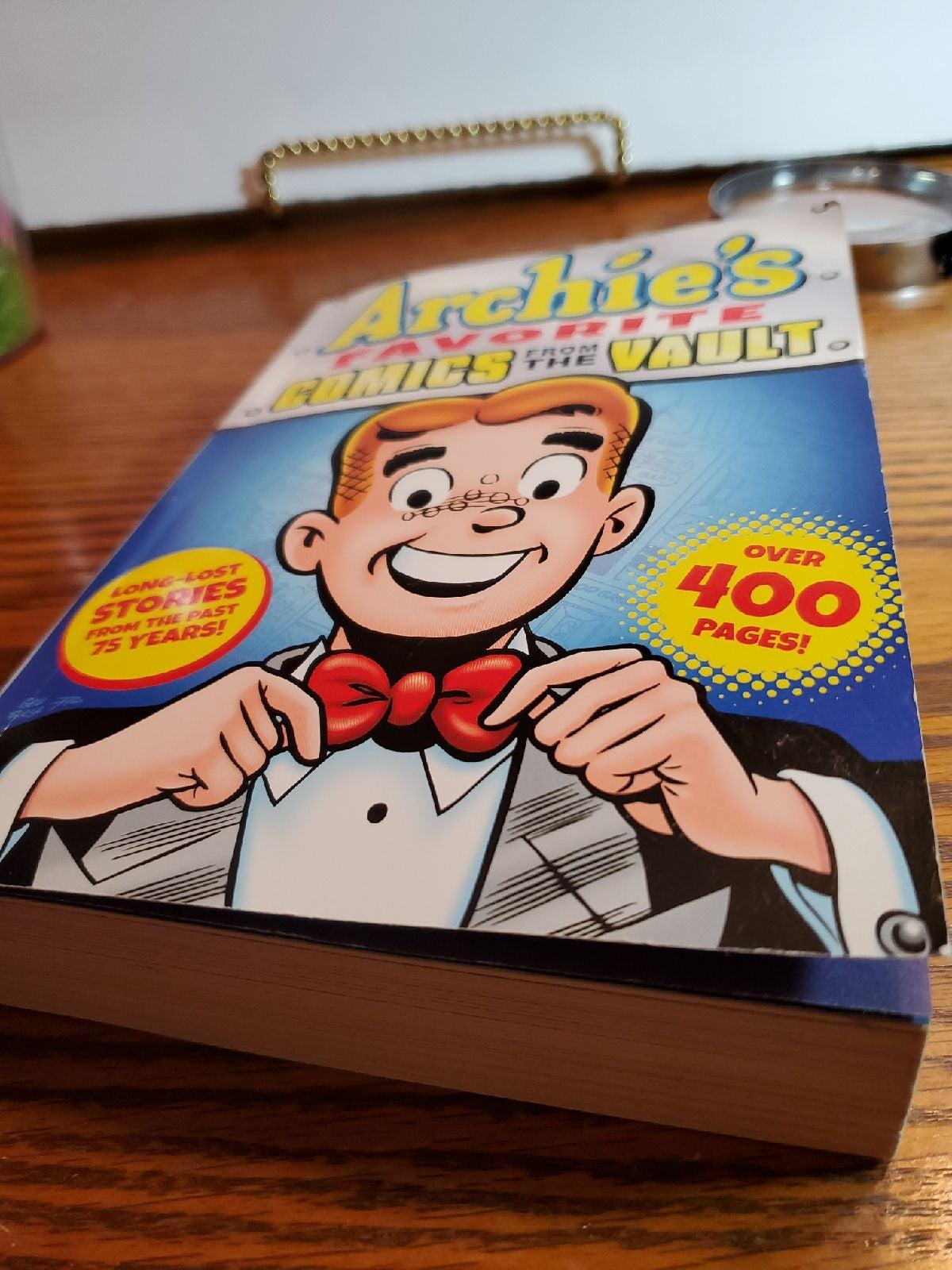 Archie comics. 400 pages of archie comic