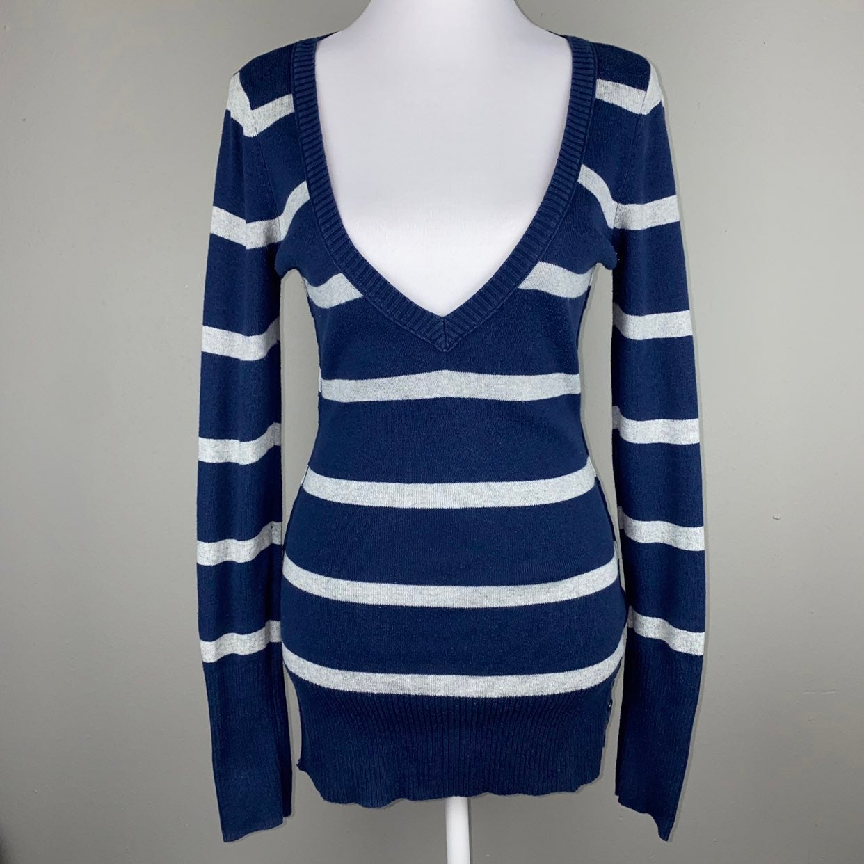 Aéropostale Fitted V-Neck Sweater