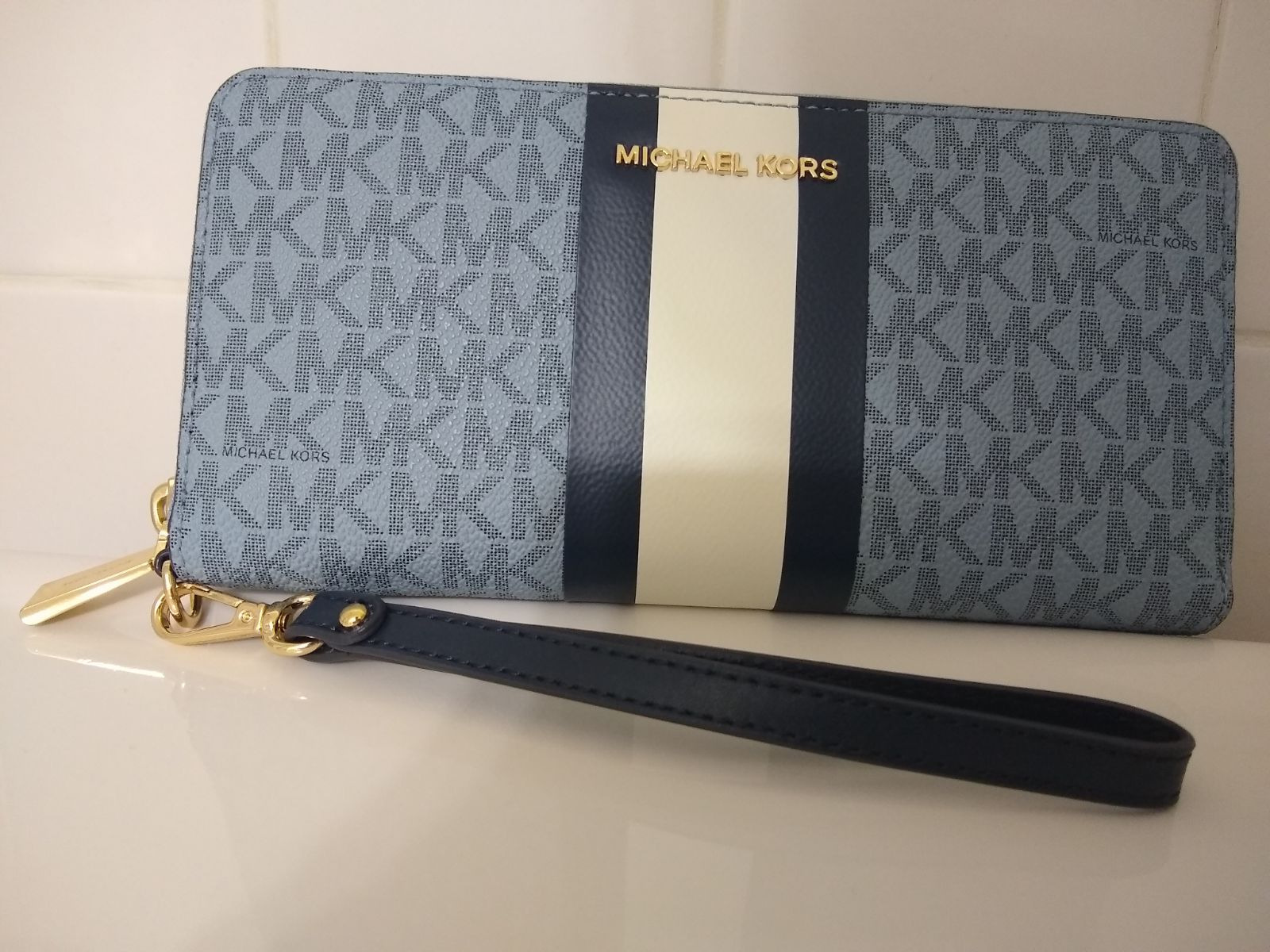 Michael kors women's clutch wallet
