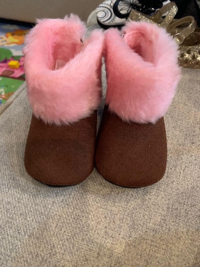 Baby girl boots size 6-12 months