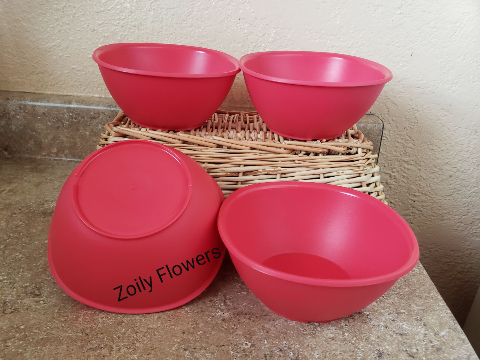 Tupperware bowls 4 containers