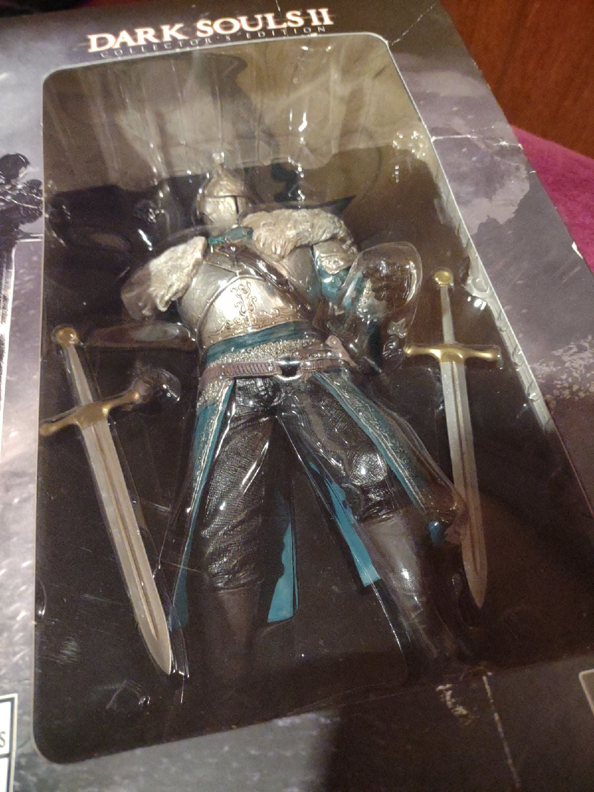 Dark souls 2 statue in box