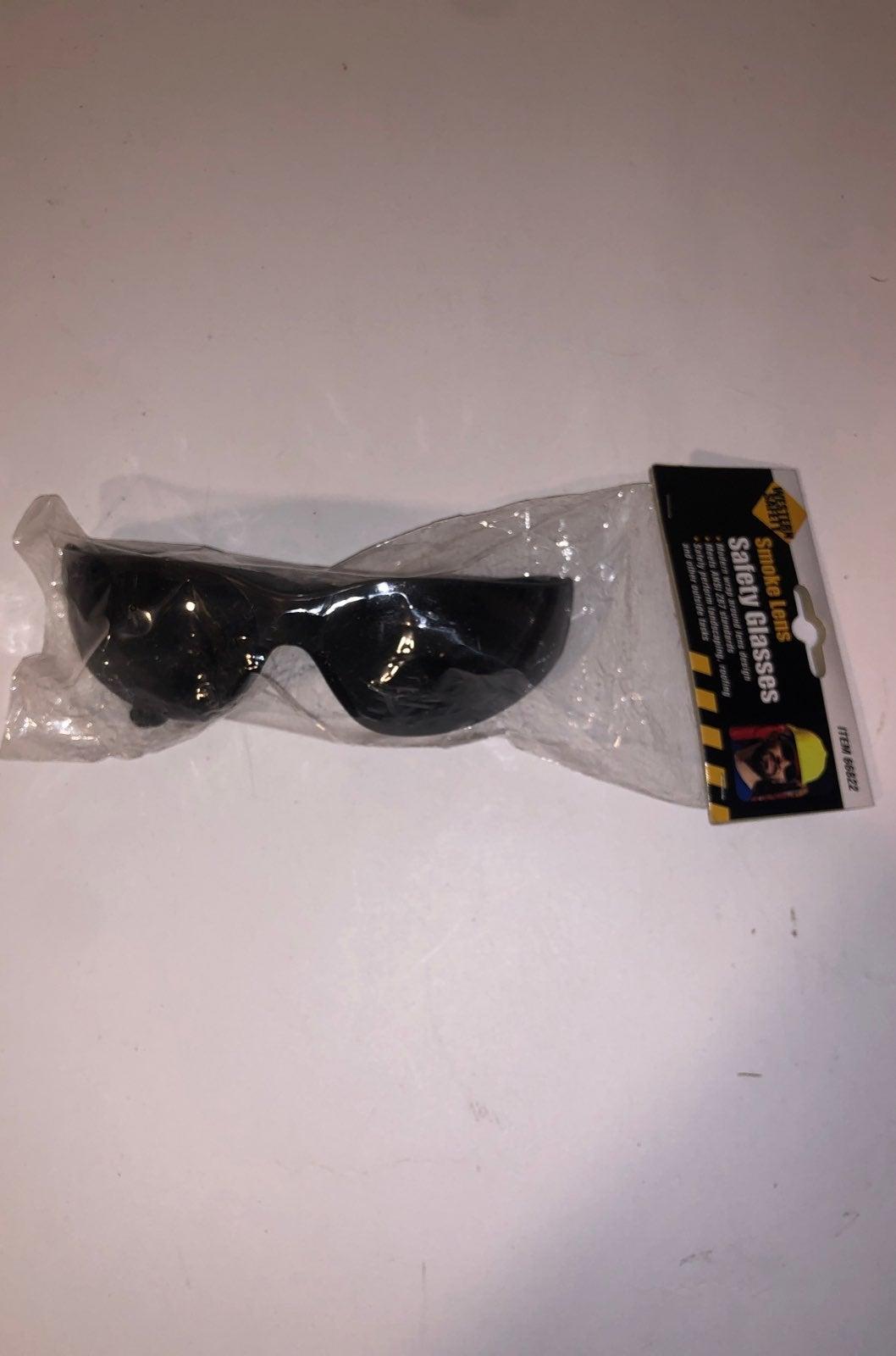 (1) Western Safety Smoke Lens Safety Gla