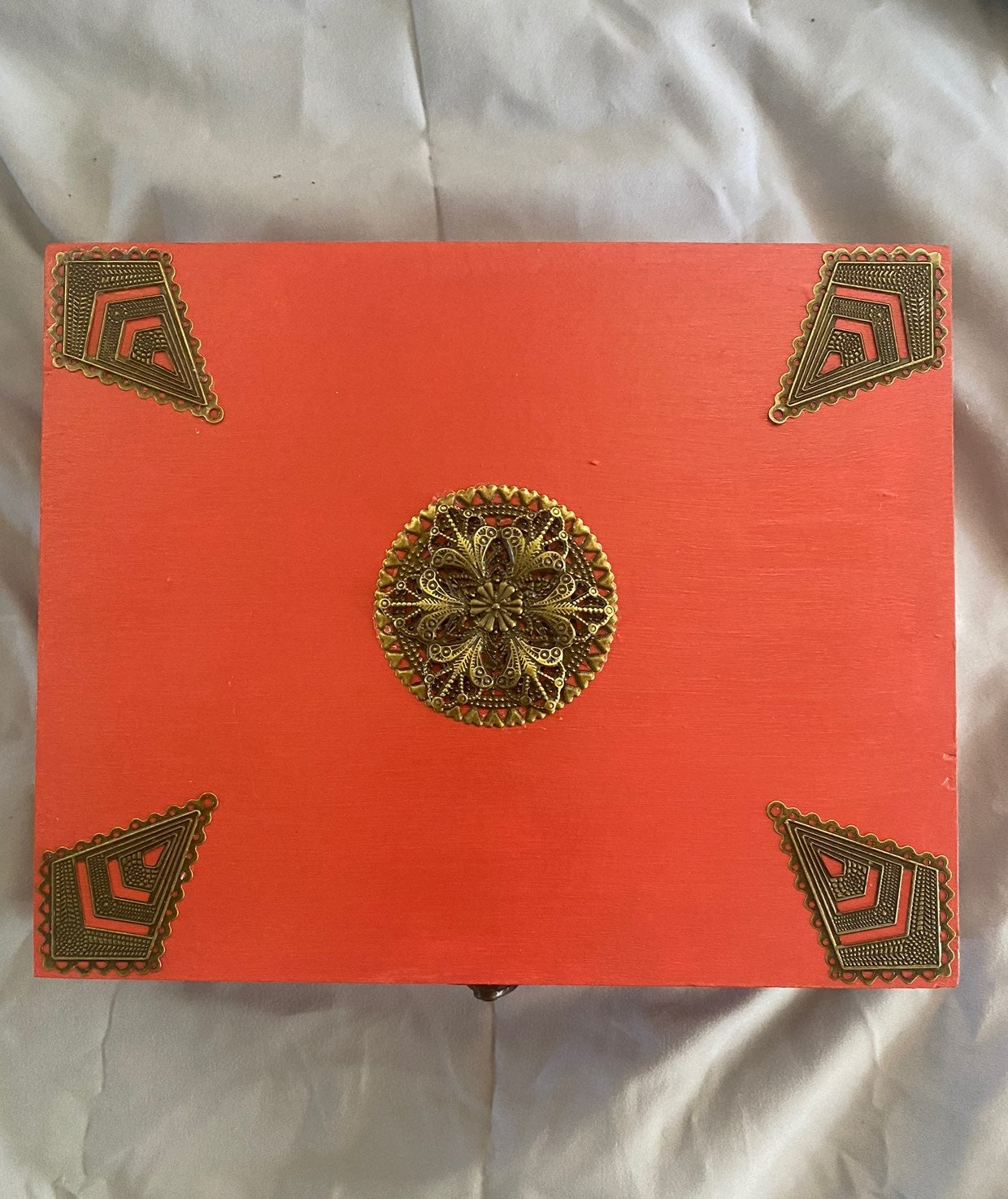 Coral painted cigar box, brass colored a