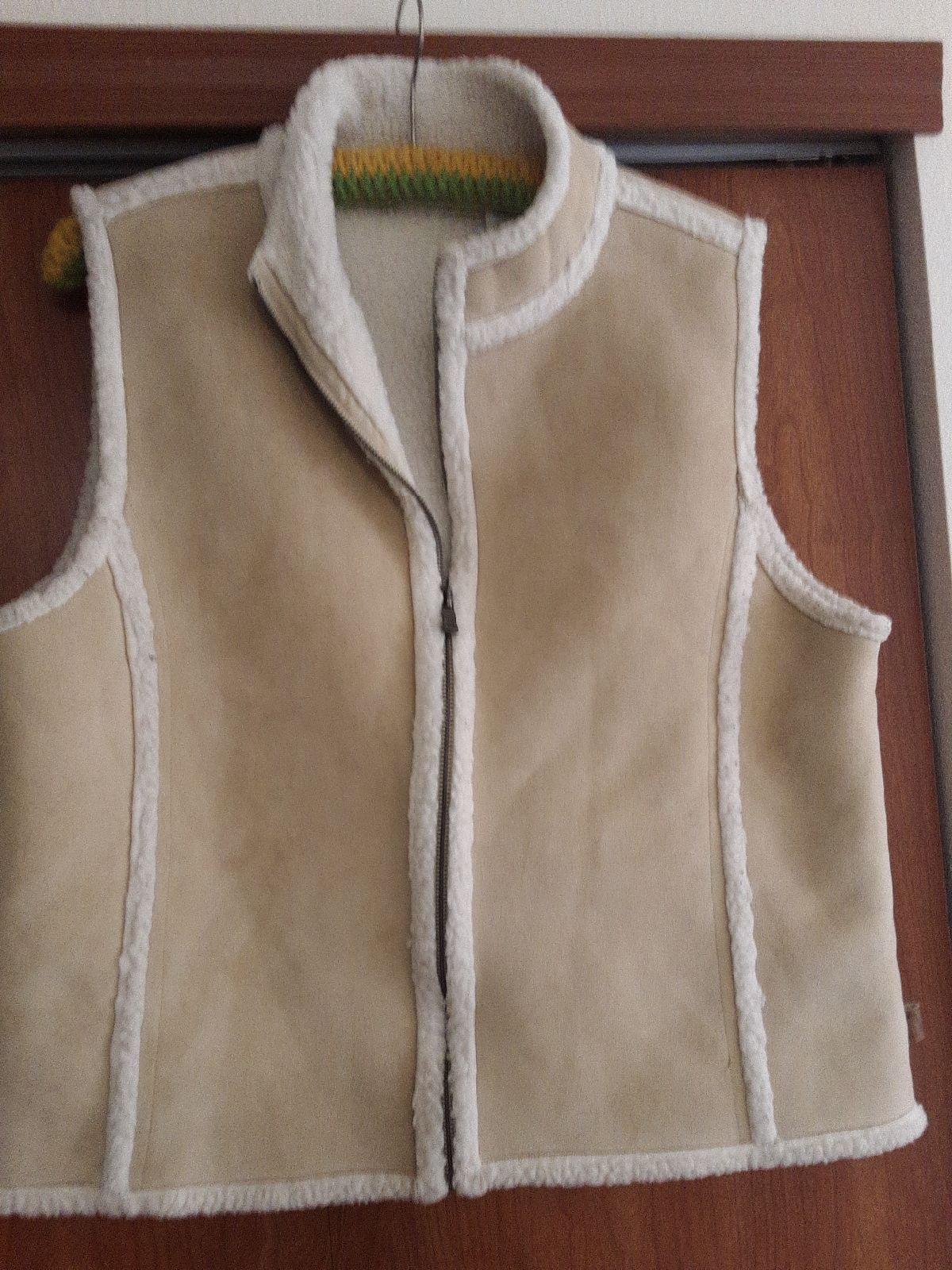 liz Claiborne faux suede vest w/sherpa l
