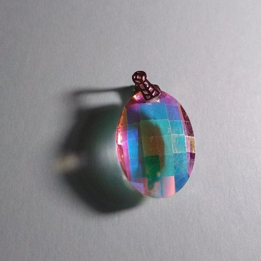 Cut crystal pendant