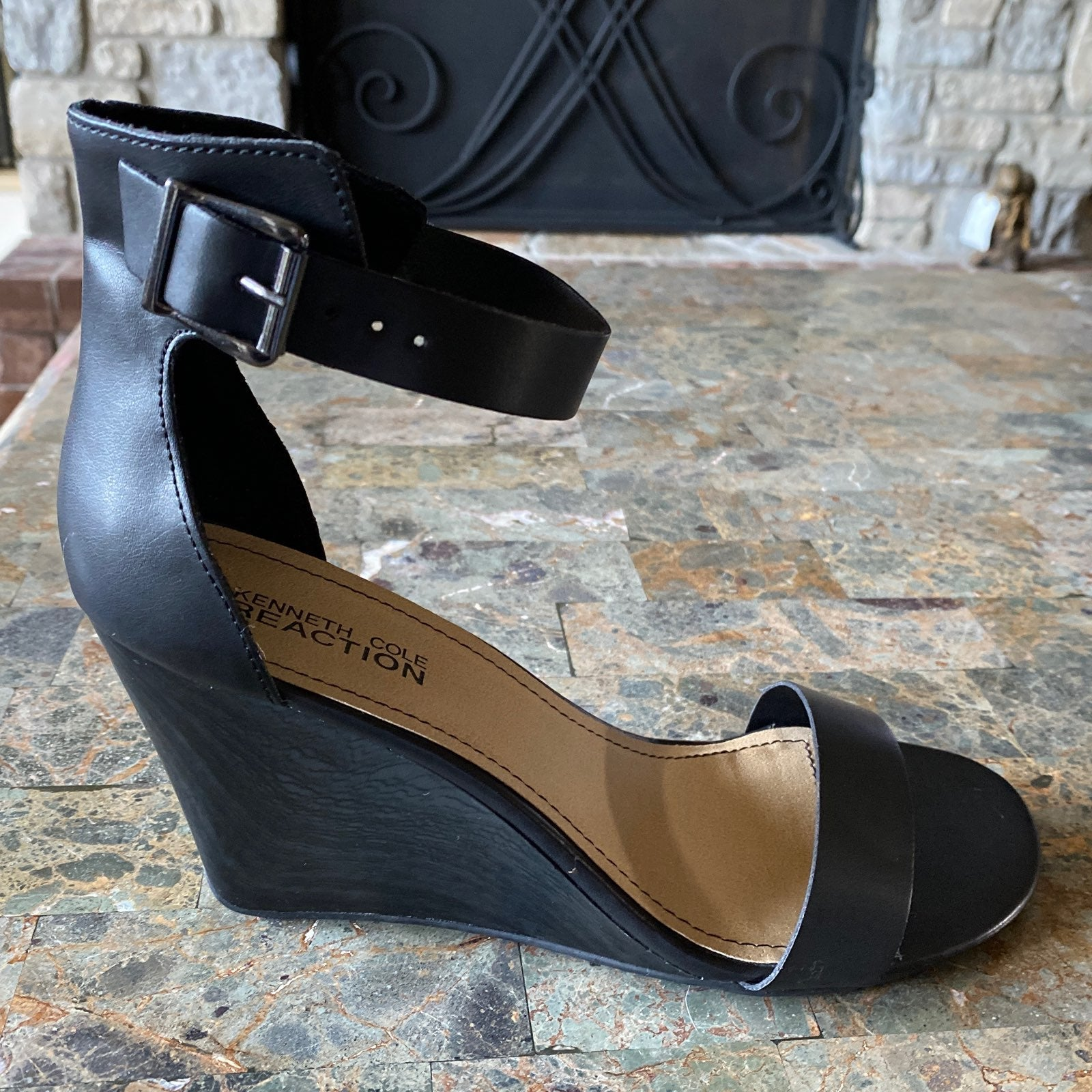 Kenneth Cole Blk Wedge Sandals 9