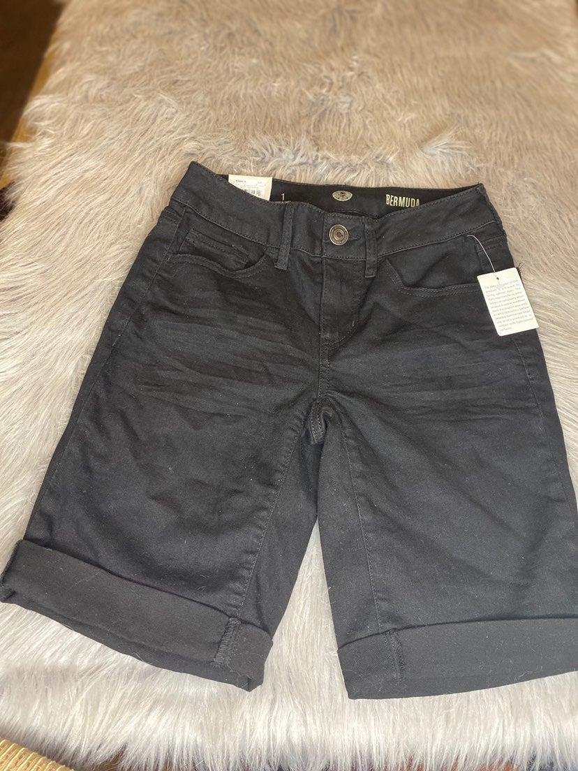 NWT SO Black Low Rise Bermuda Shorts