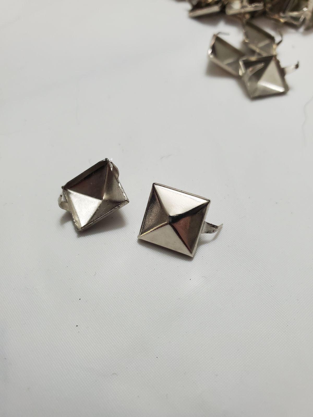 CraftbuddyUS 148pcs Silver Pyramid Studs