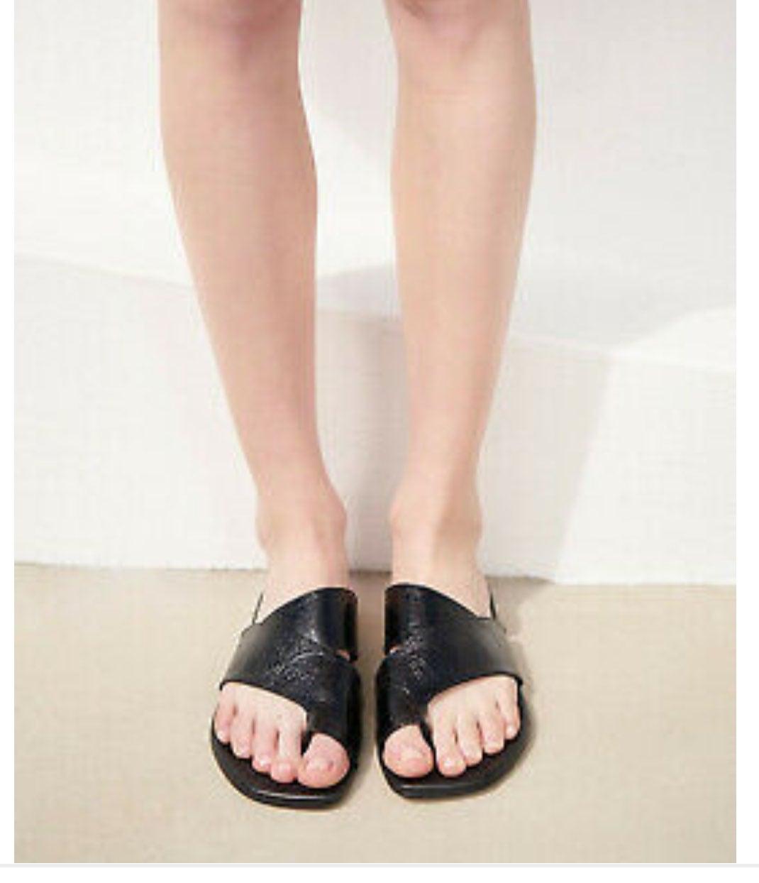 AGL asymetrical toe loop leather