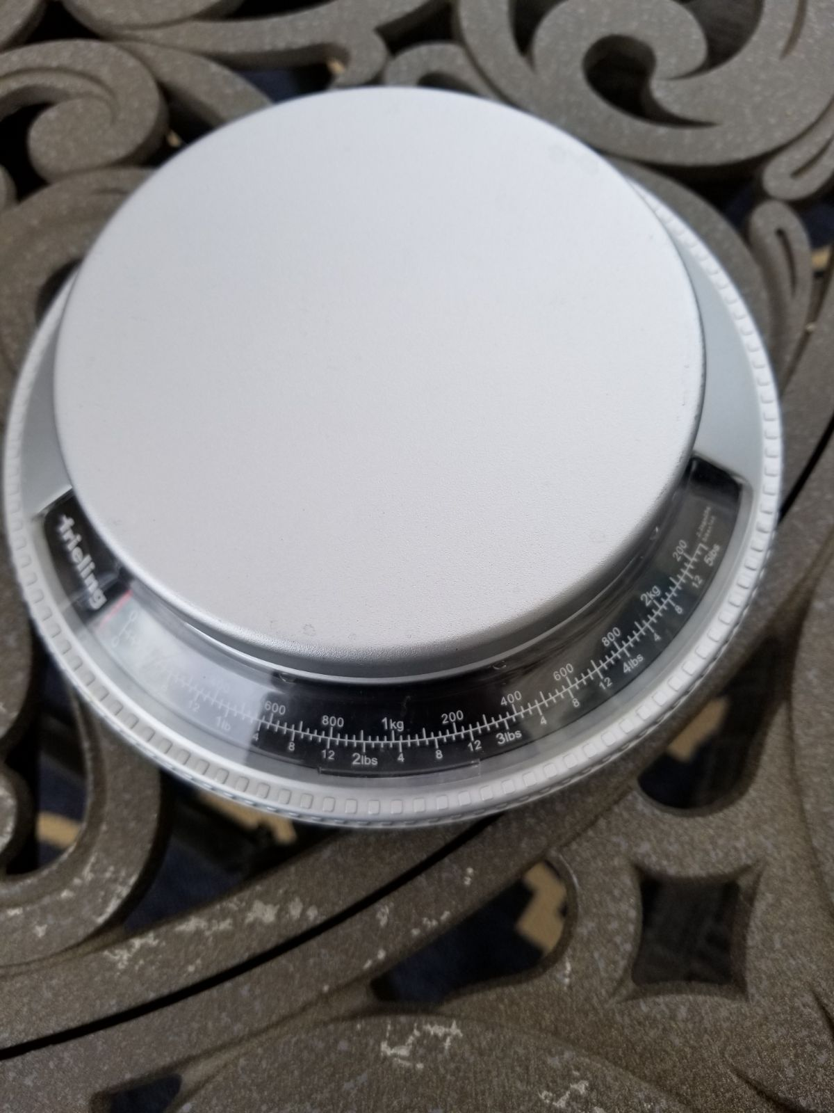 Kitchen scale with removable bowl
