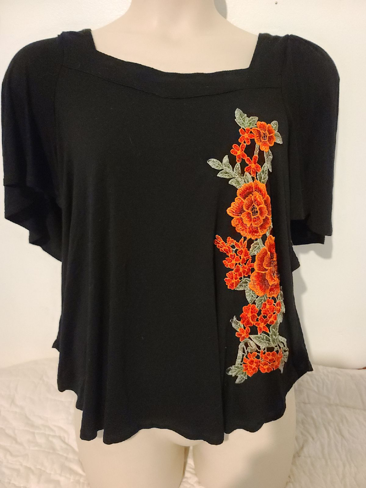 Woman's embroidered blackTop Large