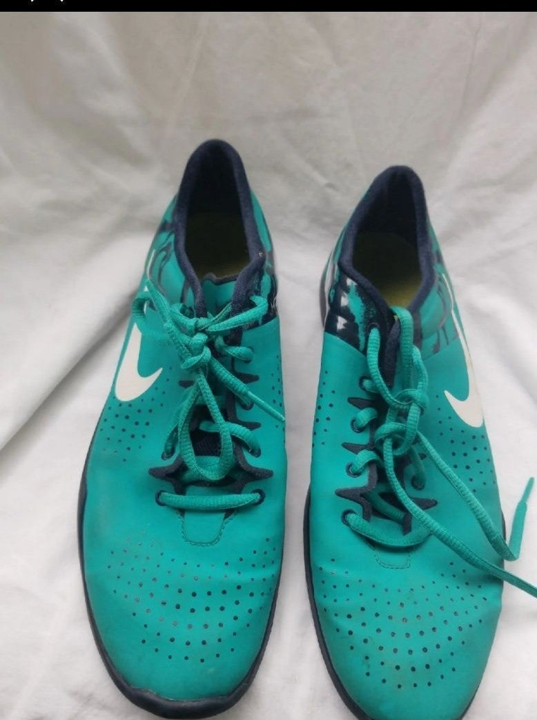 2 pair Nike shoes