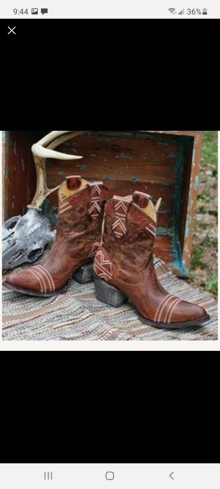 Boots size 8 1/2