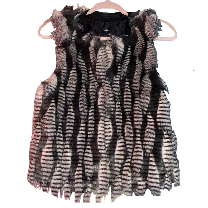 NWT Mossimo Faux Feather Vest
