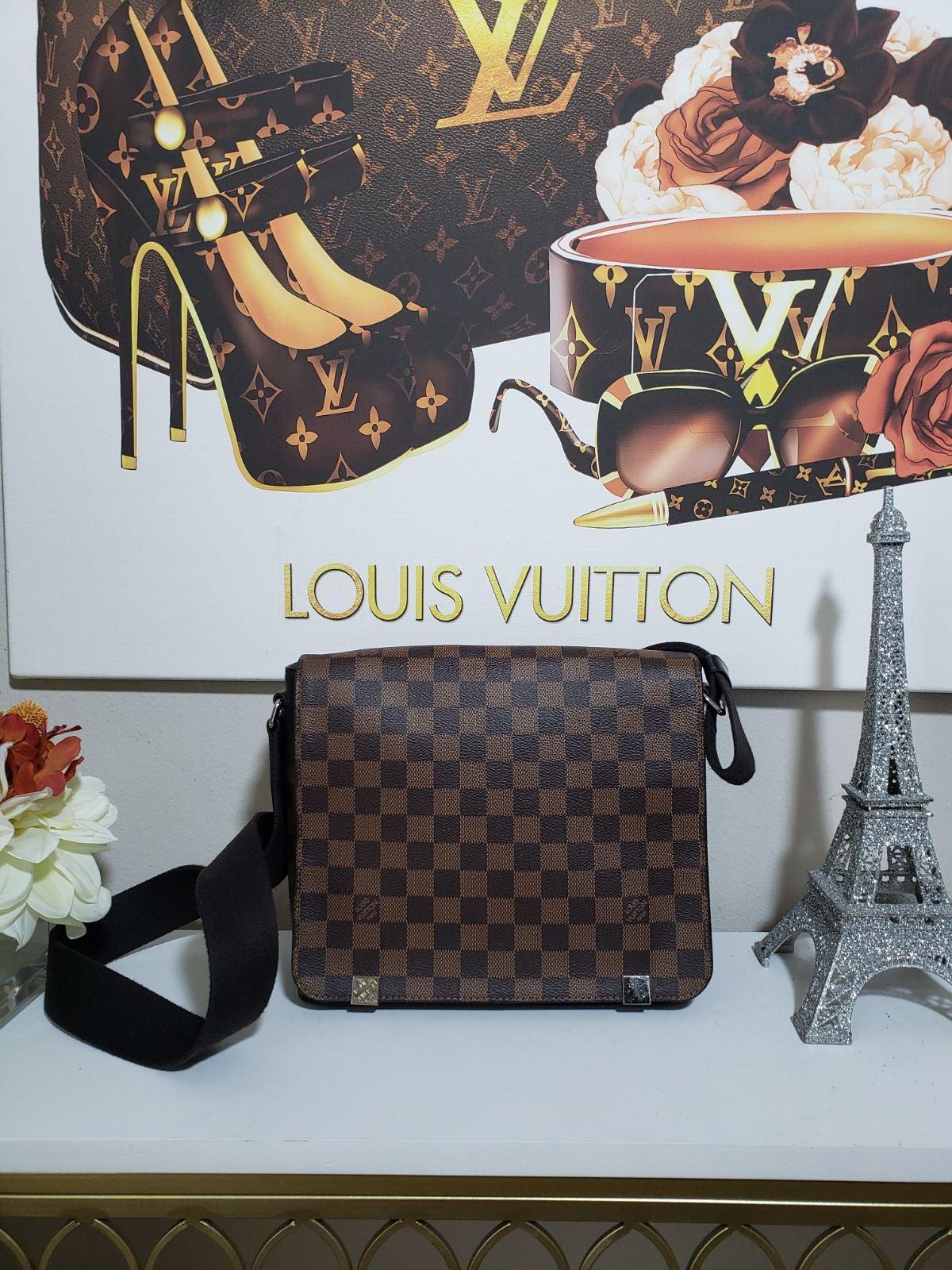 Louis Vuitton District PM NM