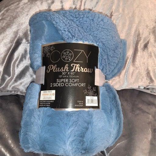 Cozy plush throw
