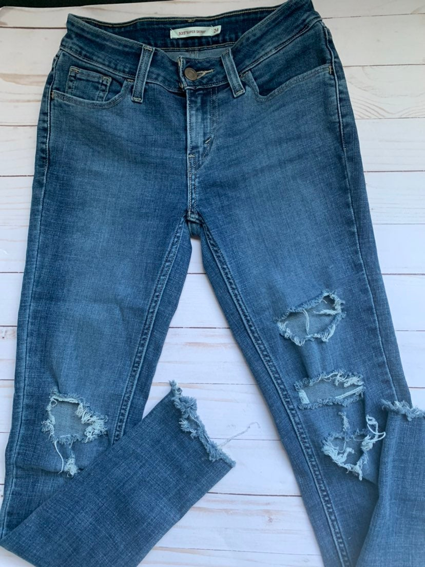 Levi's distressed skinny jeans