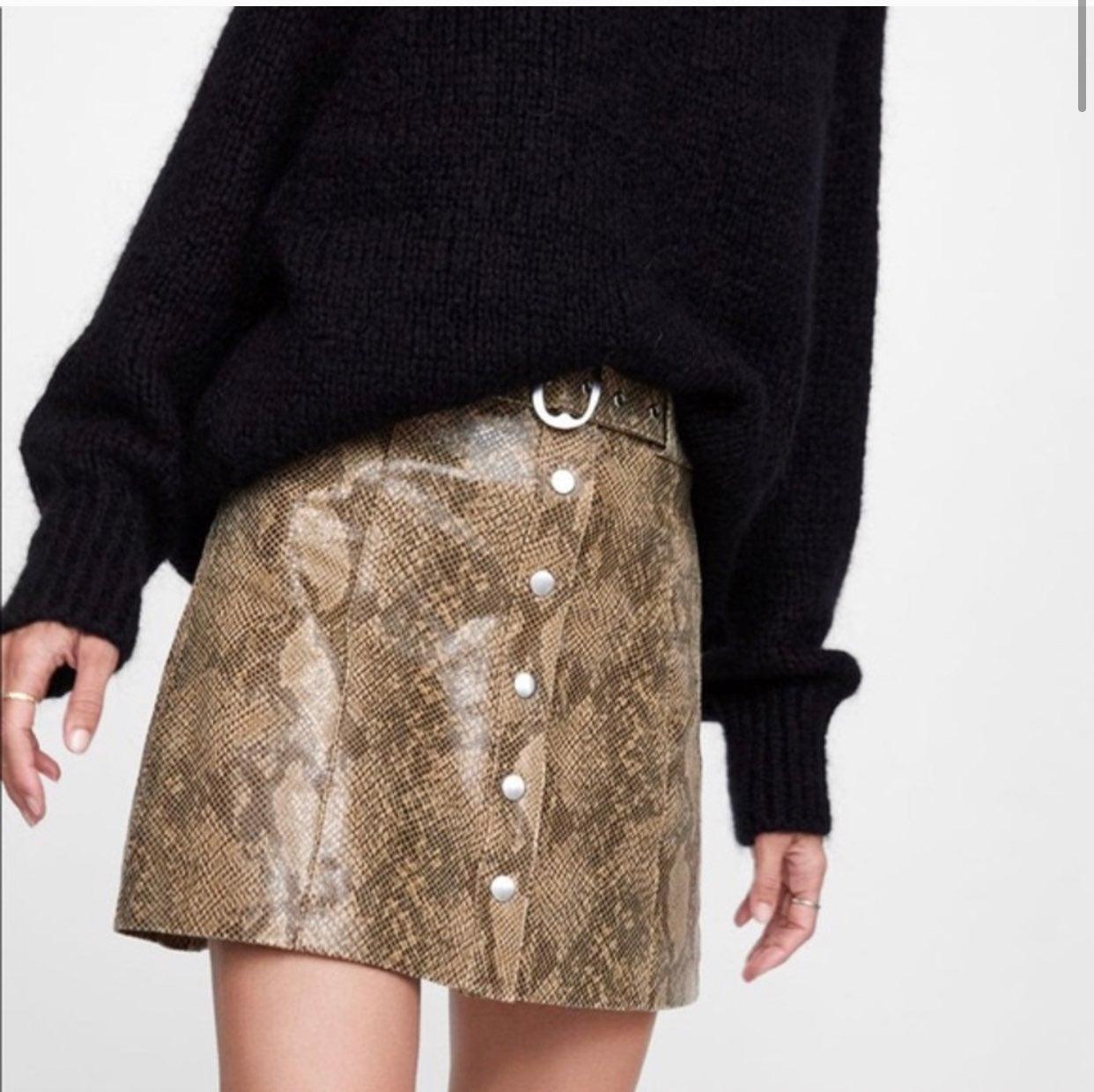 ❀ NWT Zara Women Faux Snakeskin Skirt ❀