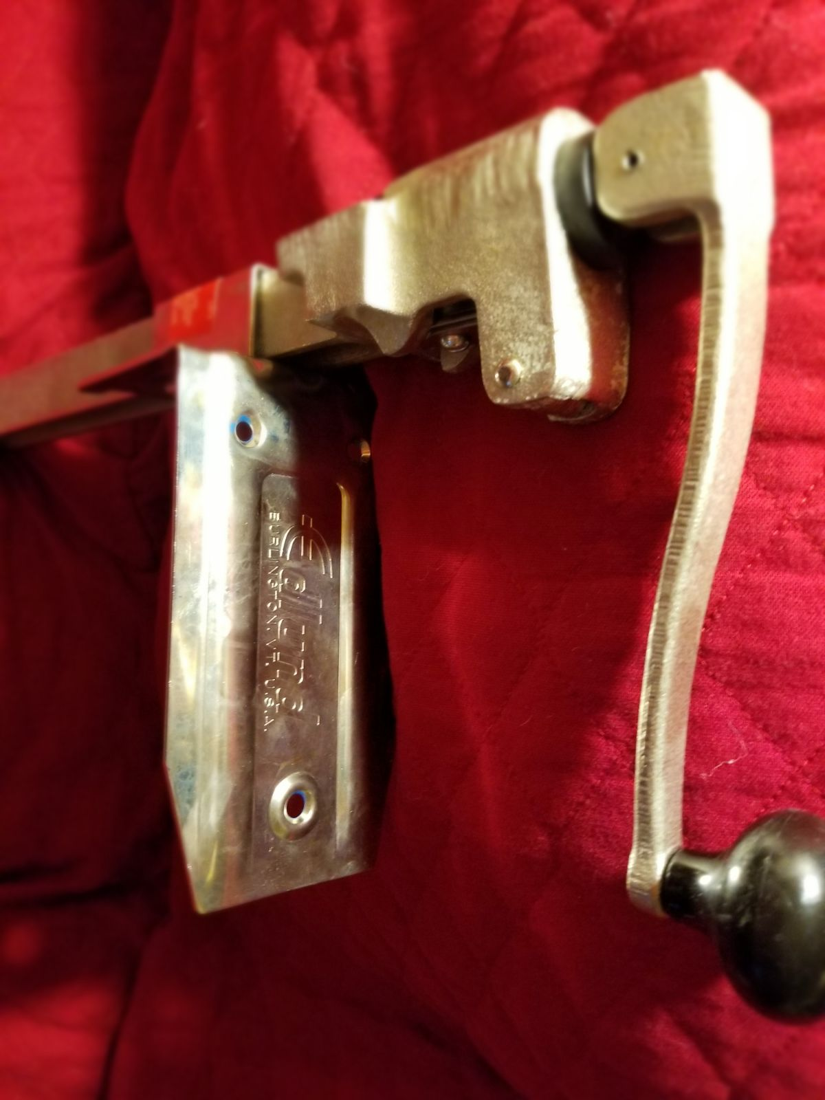 Heavy duty table top mounted can opener