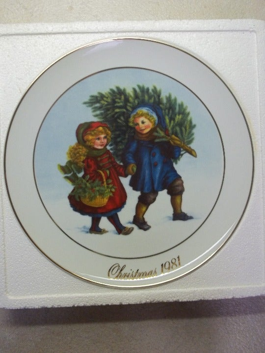Vintage AVON Collectible Plate 1981