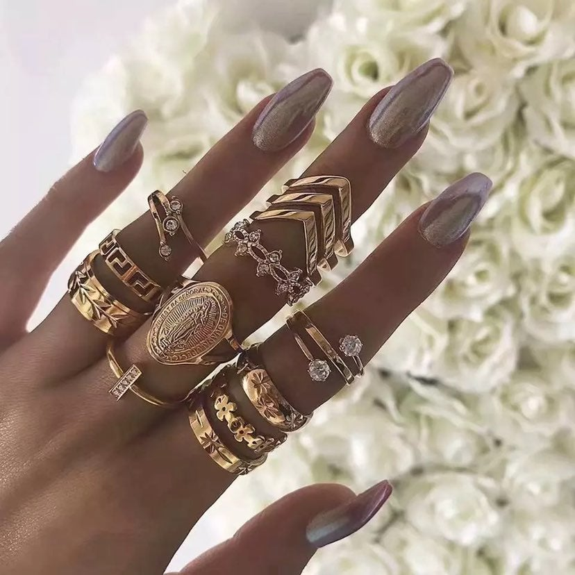 Beautiful 13pc ring set brand new