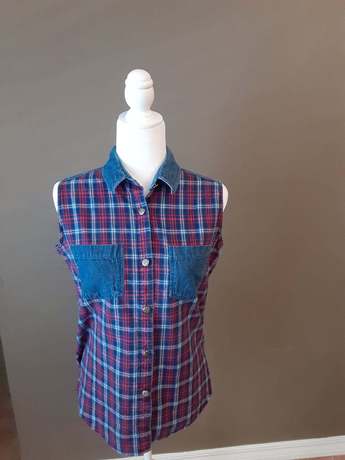 Medium plaid eomens/juniors shirt