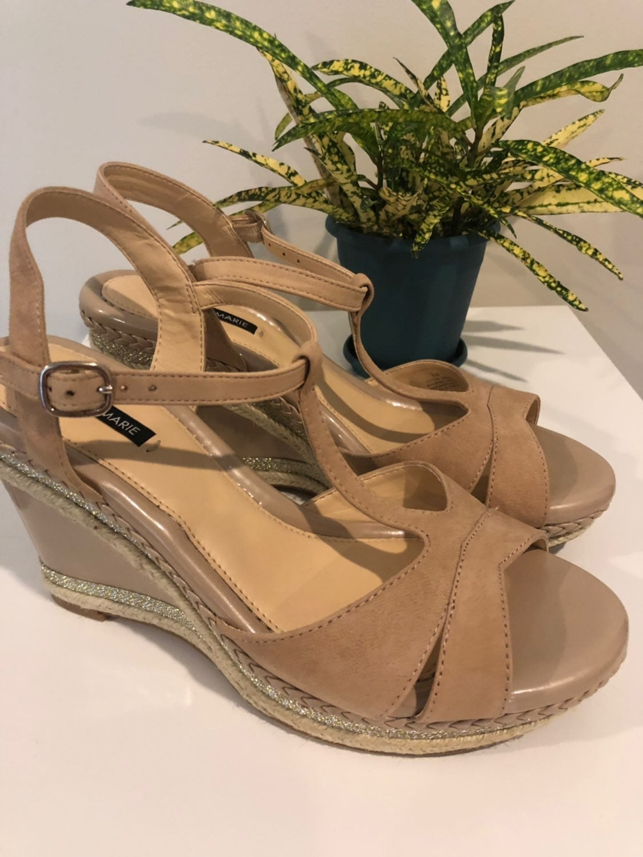 Alex Marie Wedge Sandals Size 8