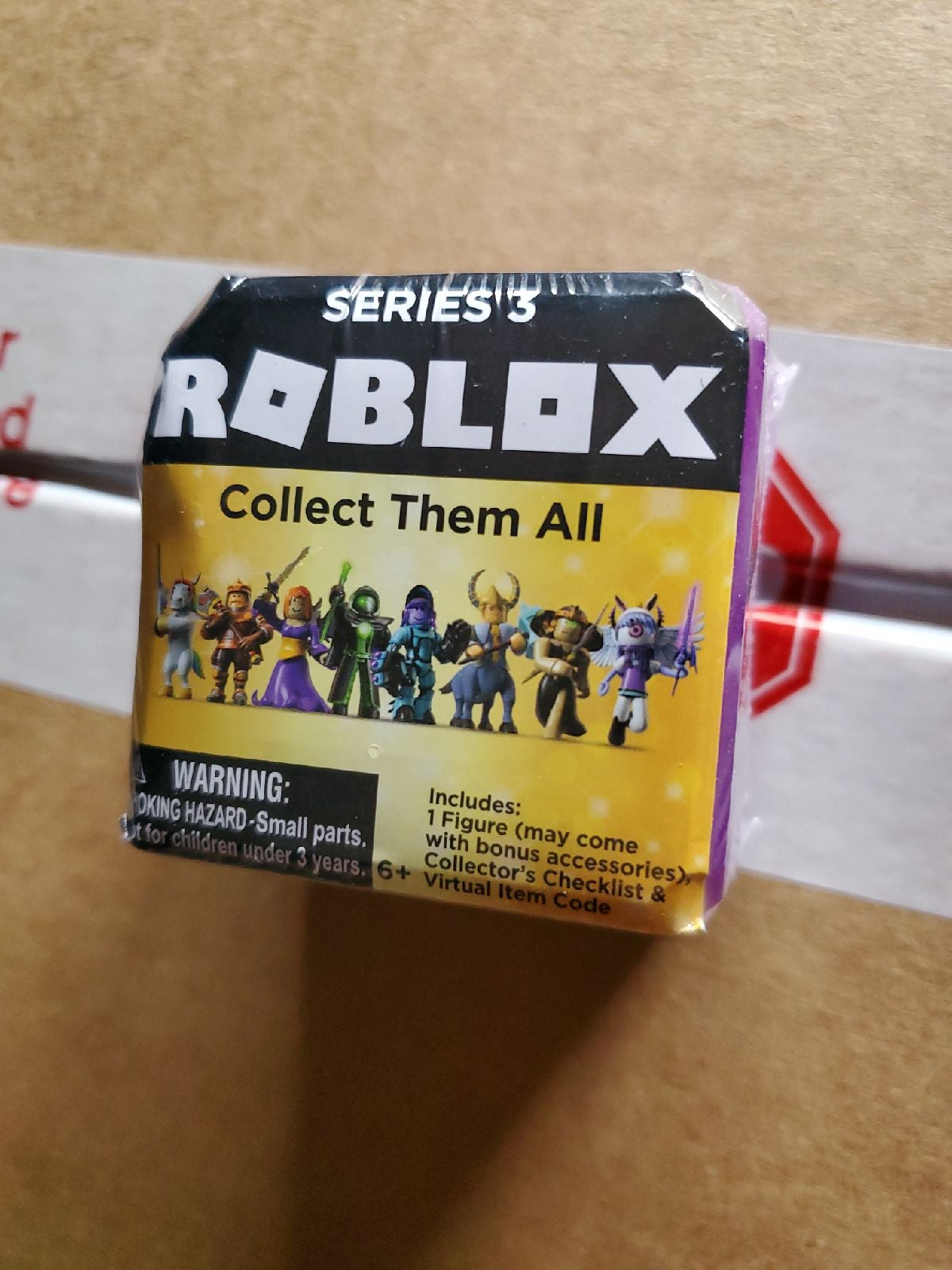 Roblox Celebrity series 3 brick Letter L