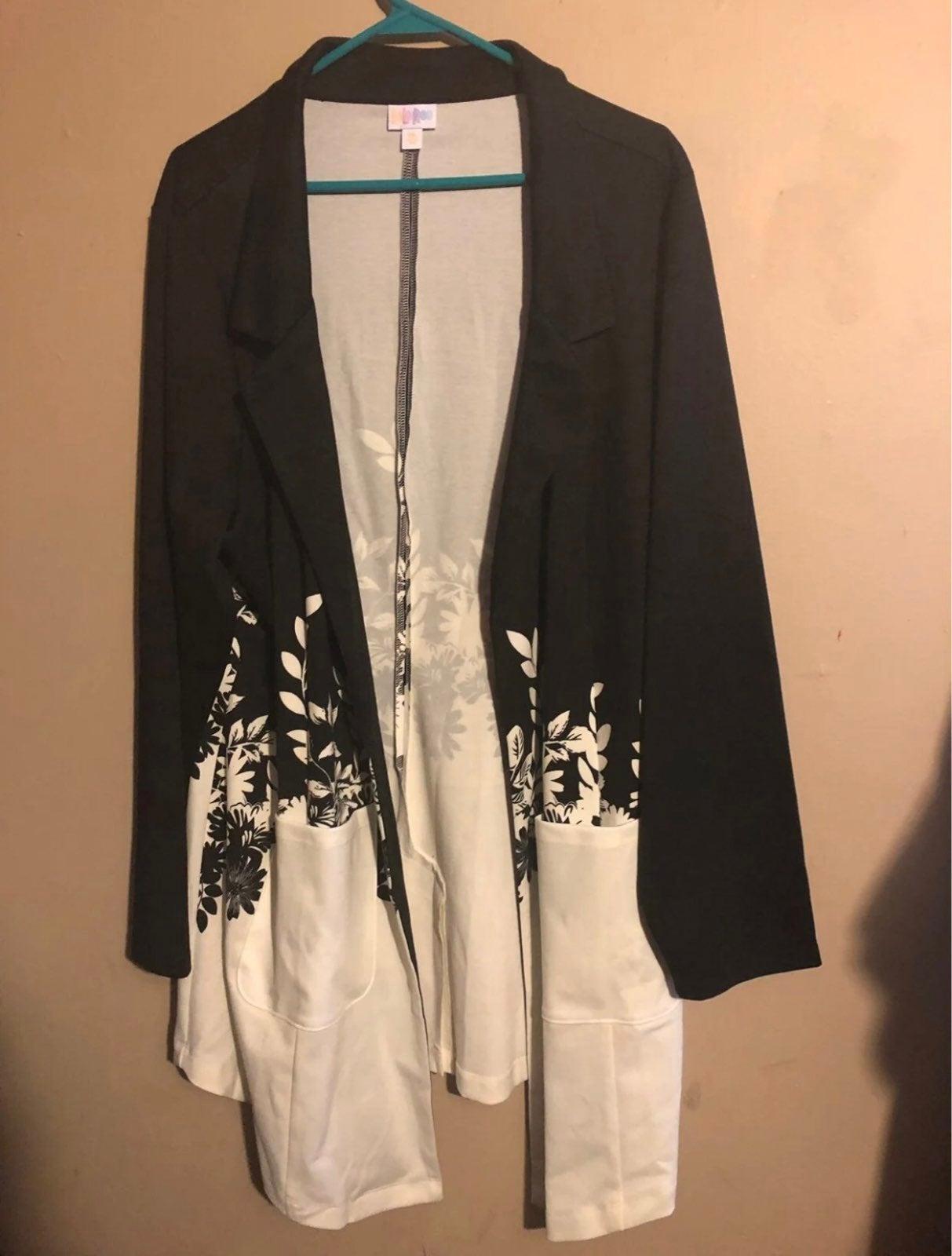 NWT Lularoe Gwen 3x Black Floral