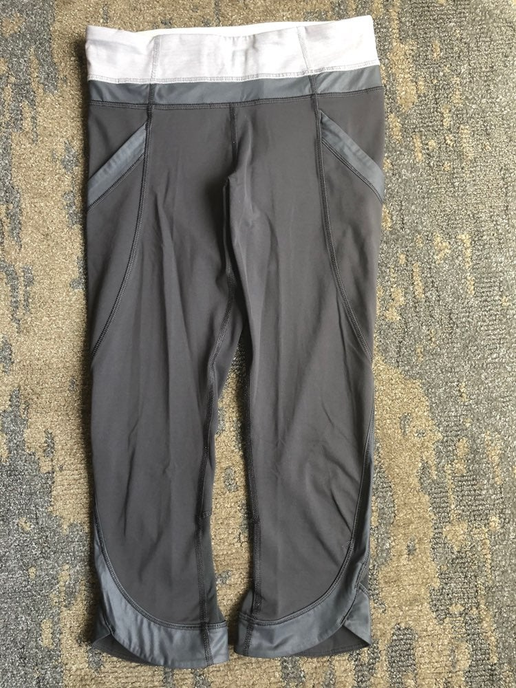 lululemon leggings size 4 with pocket on