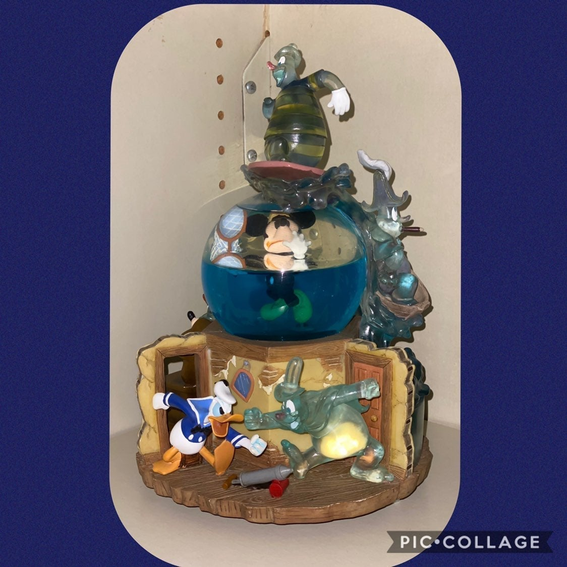 Disney mickey mouse ghosts snowglobe