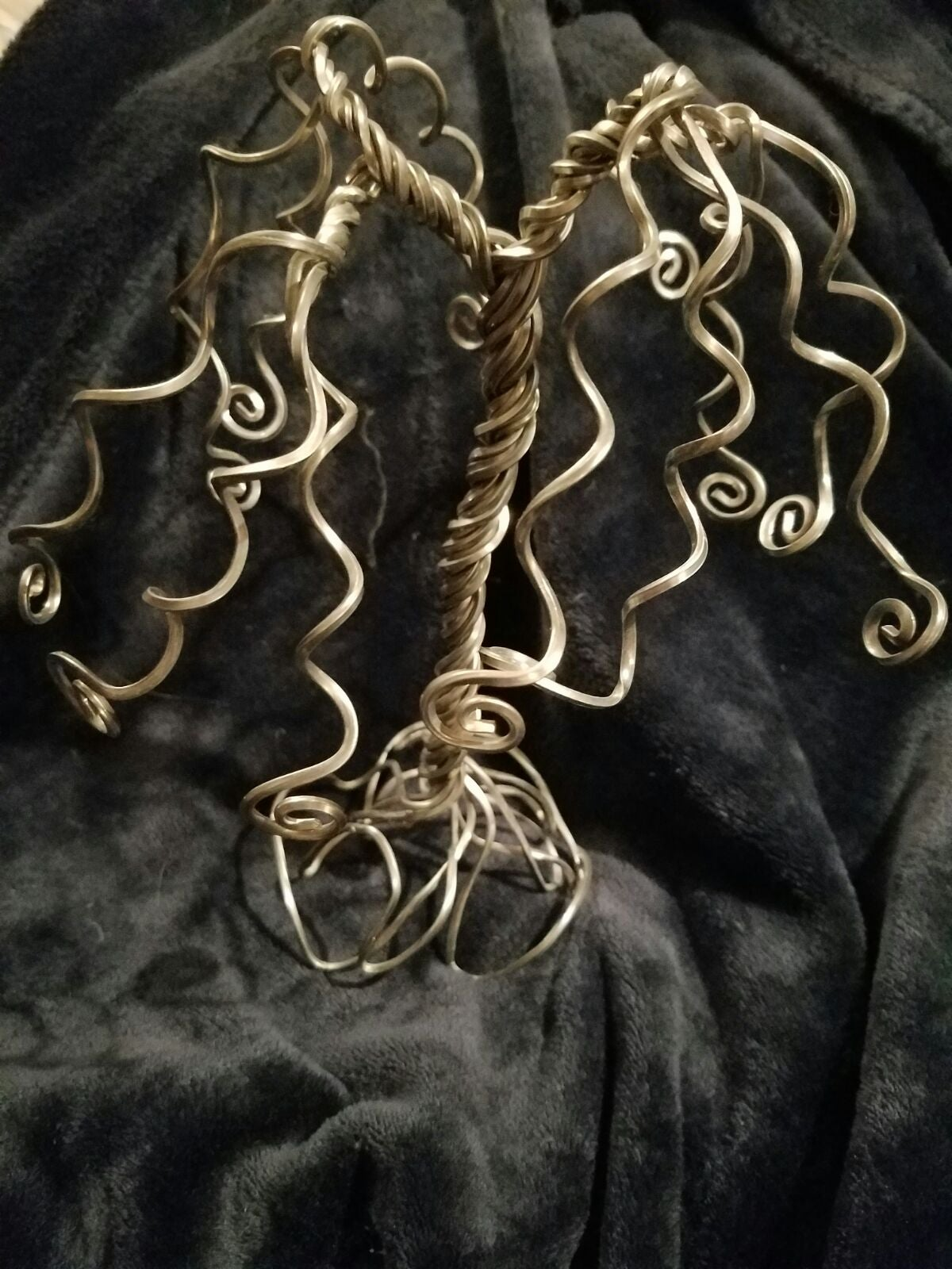 bent wire weeping willow jewelry stand