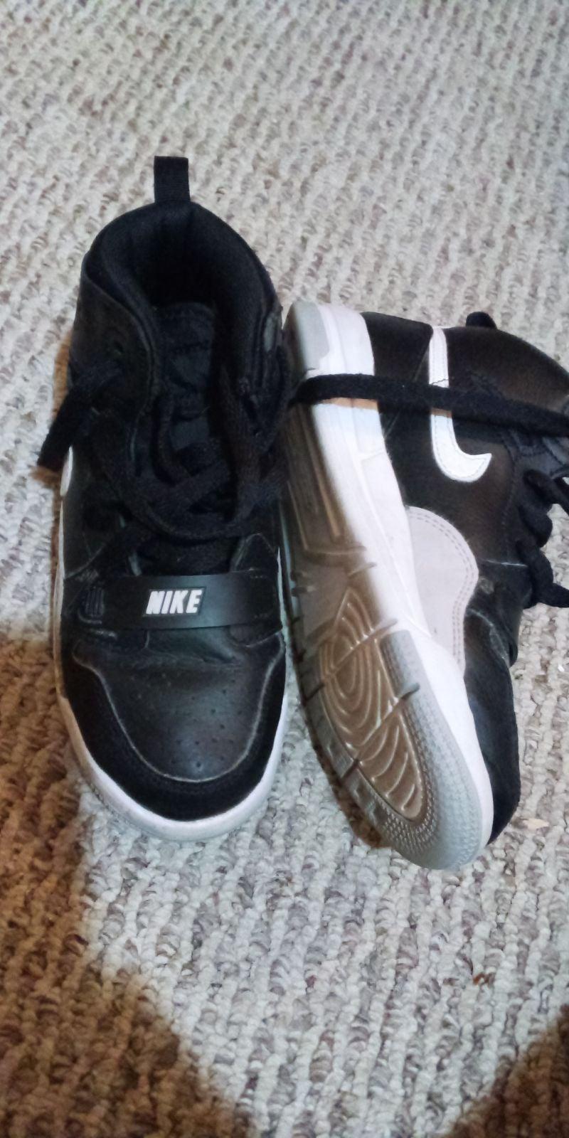 Nike black Legacy 13c