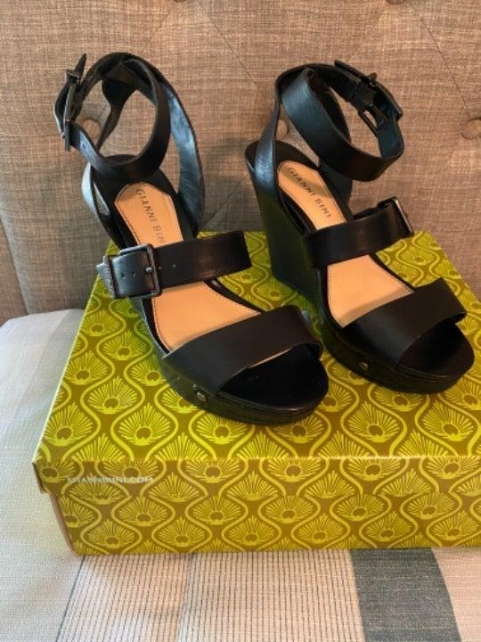 Gianni Bini black leather wedge sandals