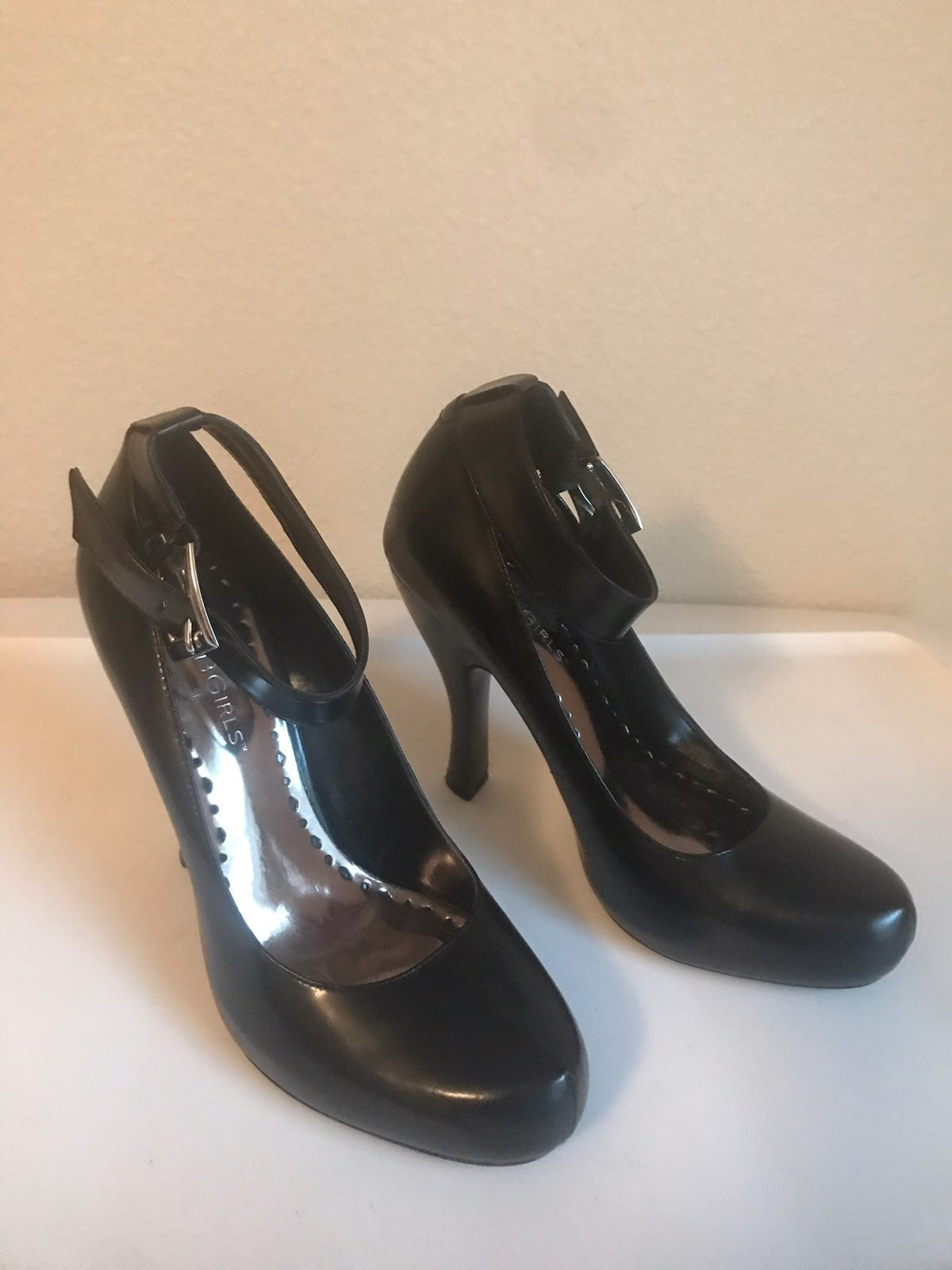 black bcb girls heels sz 5 1/2