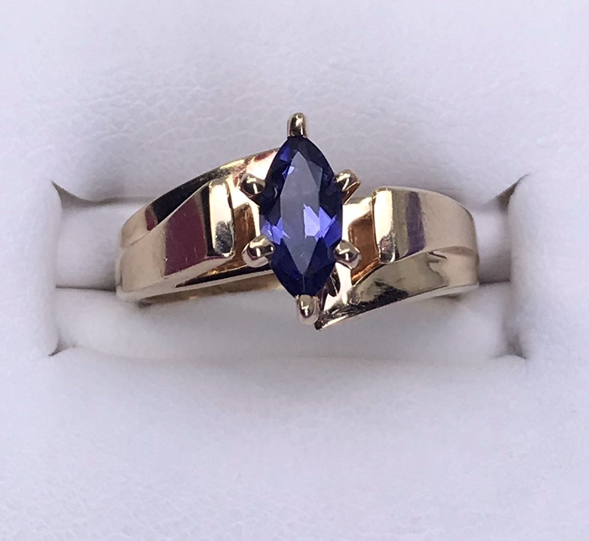 10k SOLID Gold IOLITE Solitaire Ring