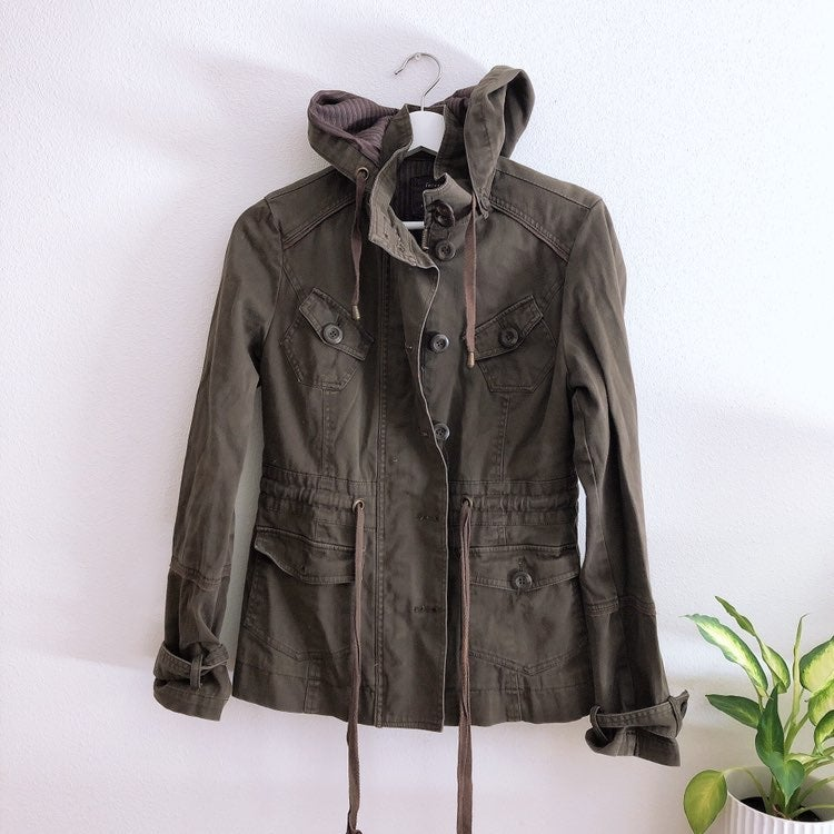 Trench coat F21- one button missing on p