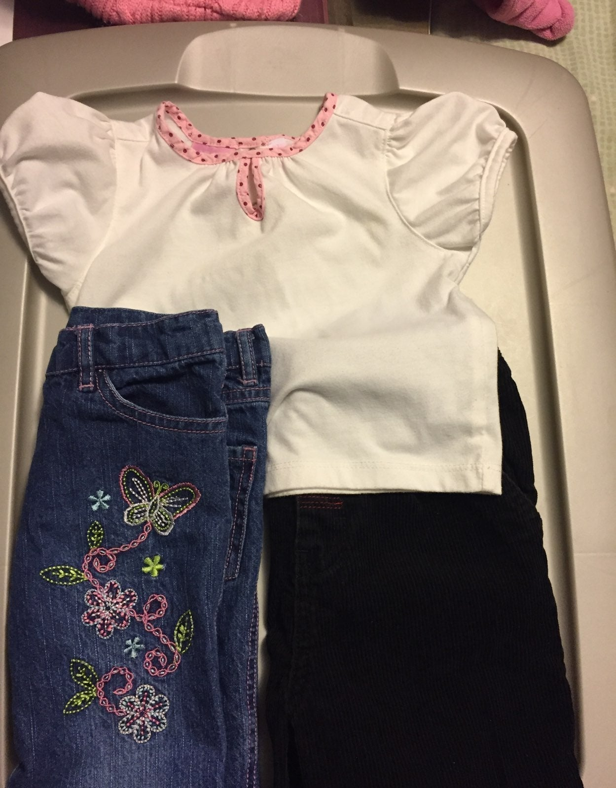 Small lot girls clothes 3T