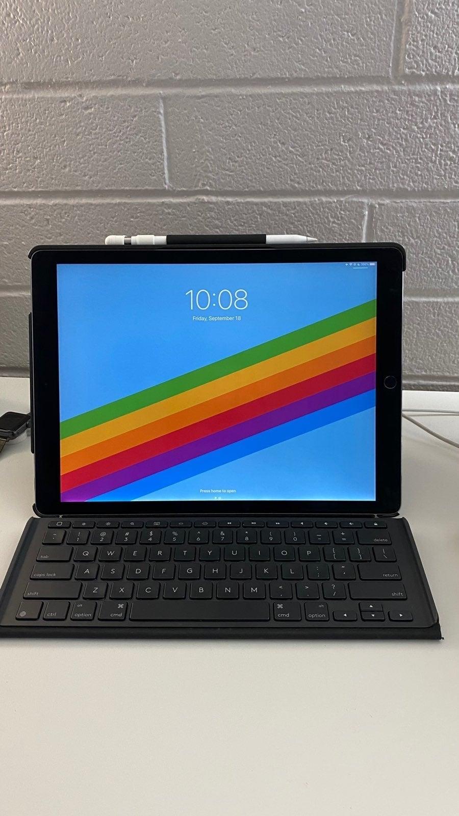 iPad Pro 12.9in 256GB w/pencil+keybaord