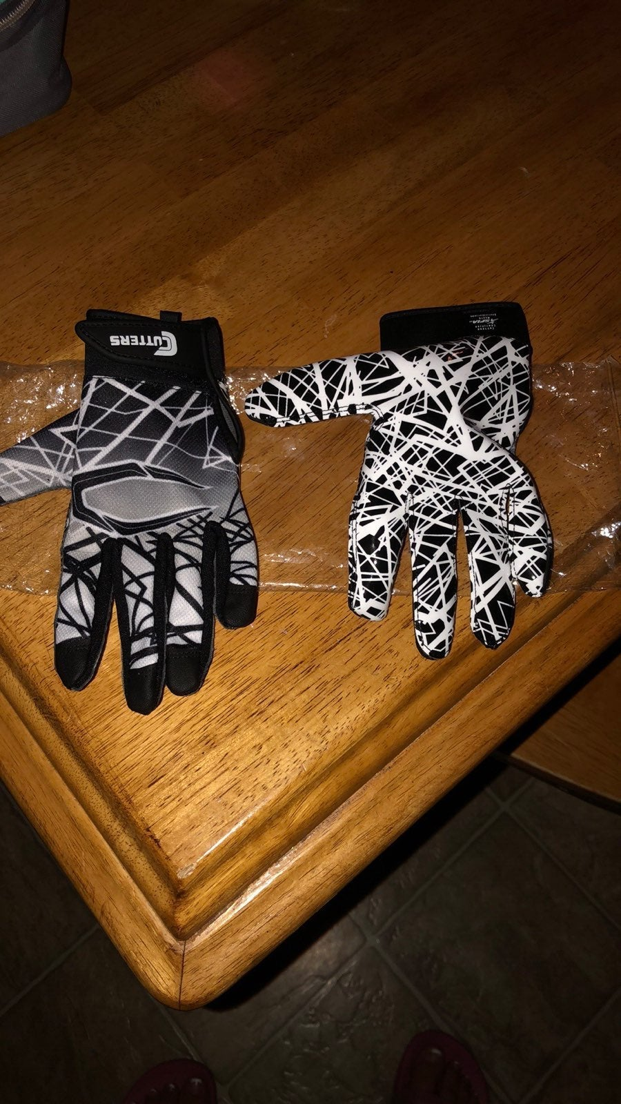 Cutters youth sz Large football gloves