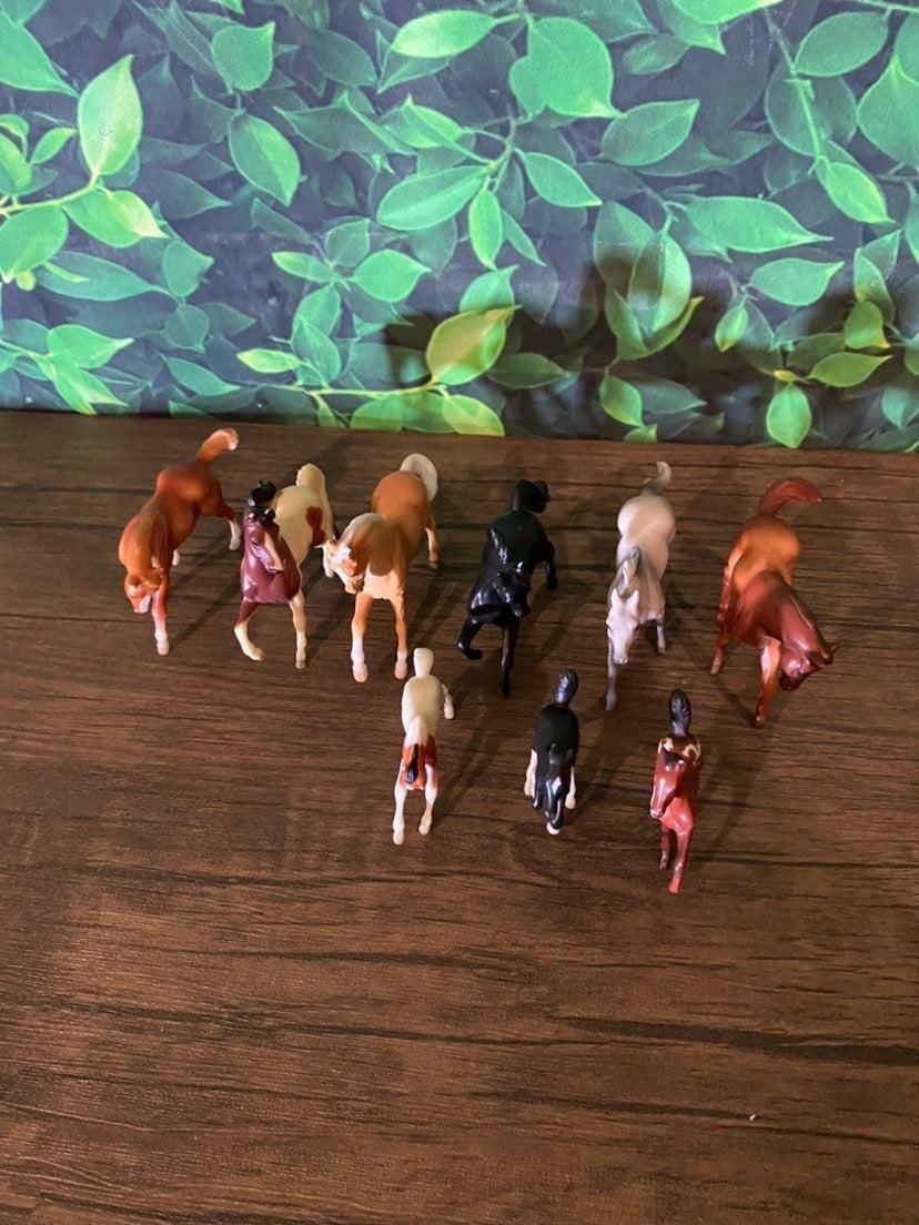 Lot of (6) Breyer 4x3 horses + 3 colts